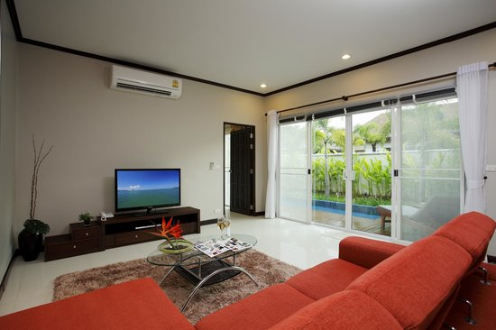 Modern Thai Villa: Living room