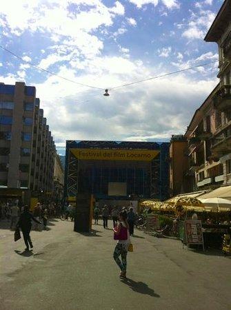 Piazza Grande: ingresso alla piazza