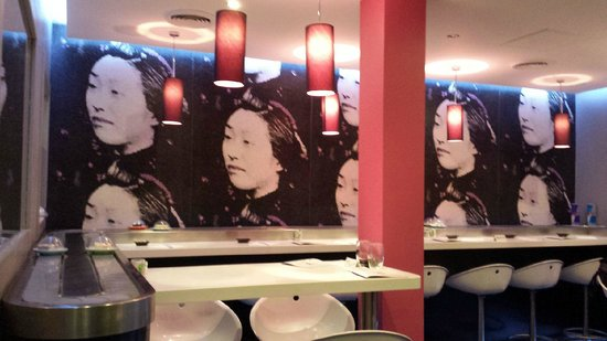 eat SUSHI Montorgueil Rolling Bar