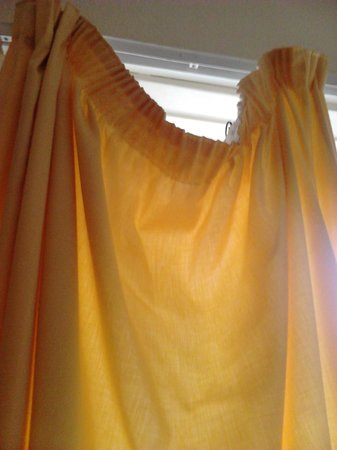 The Norcliffe Hotel: curtains in our room