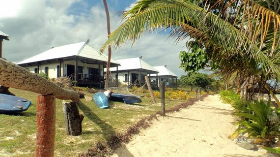 Namuka Bay Lagoon Resort: Bures