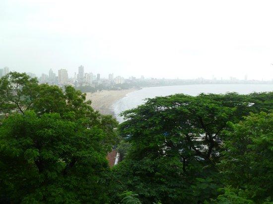 มารีนไดรฟ์: Bird's eye view of Marine Drive promenade