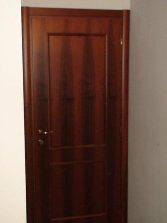 Aer Hotel Malpensa: Wardrobe