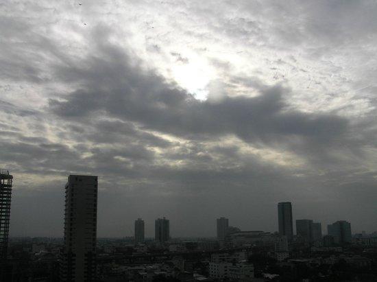 Avana Bangkok Hotel: View across Bangna from hotel room