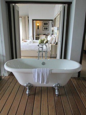 The Shore at Katathani: Bathroom looking through to bedroom