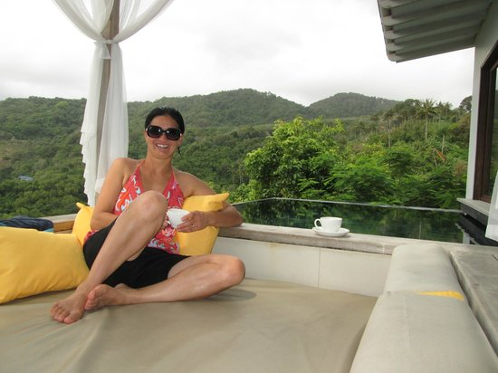 The Shore at Katathani: Sunken lounge and pool area in seaview villa - also view to hills