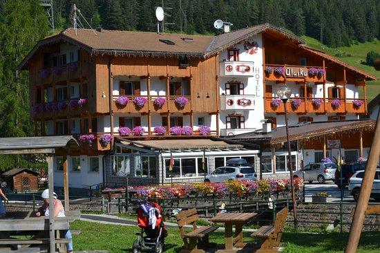 Hotel Chalet Alaska: L'hotel dal parco giochi