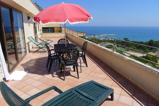 Santa Barbara : Terrace with view