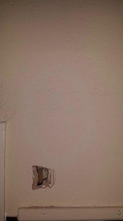 Estoril Hotel : wall in room