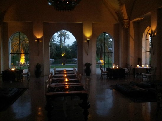 Ksar Char-Bagh: il ristorante la sera