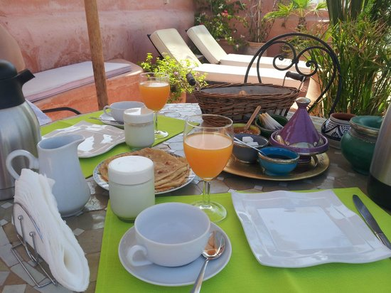 Riad Aloès : Breakfast on the terrace