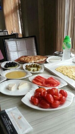 Bosphorus Premium Turkish Restaurant: Great breakfast
