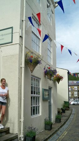 The Endeavour Staithes with Luxury Bed & Breakfast: Endeavour, Staithes high St.