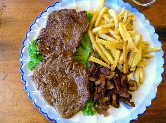 YunNan Coffee Ba: Yak Steak, mushrooms and fries