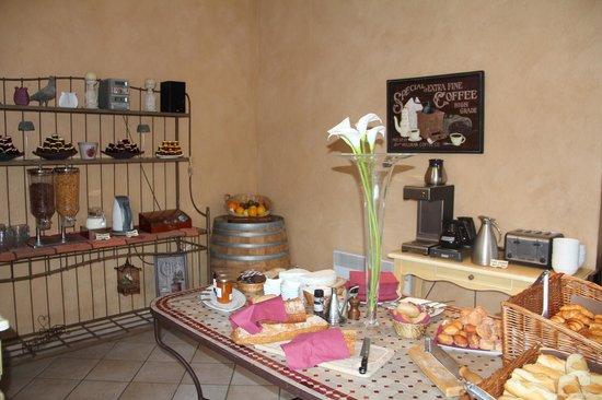 Mas de la Senancole : le petit buffet du petit-déjeuner
