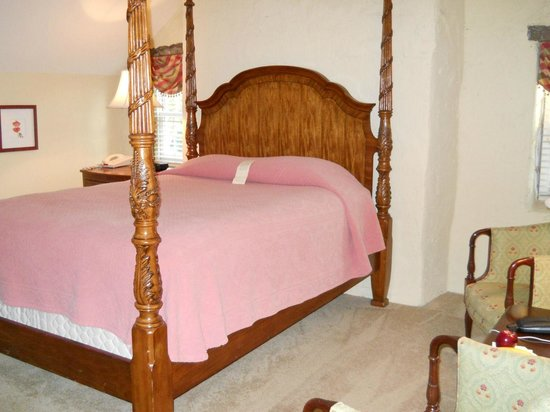 Joseph Ambler Inn: My Bed