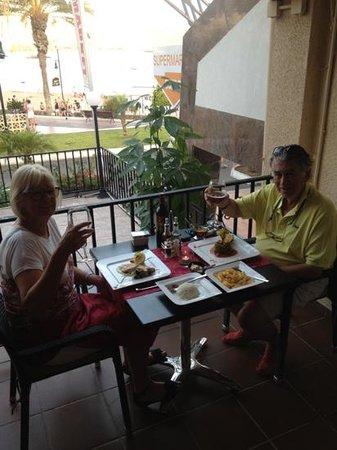 Friends Lounge Bar & Restaurant: friends dining