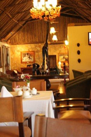 Neptune Ngorongoro Luxury Lodge: ristorante