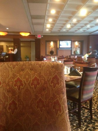 DoubleTree by Hilton McLean Tysons: Dated Breakfast area