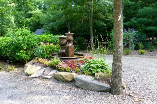 Asheville Cabins of Willow Winds : Fountain in front of Don's Den