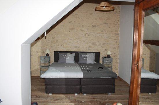 Chambres d'Hotes La Grange de Bronzeau: De mooi ingerichte loftkamer.