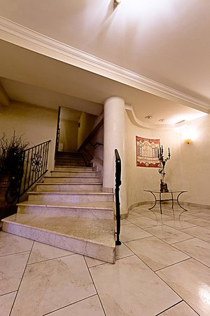 Roma Domus Hotel : Scale