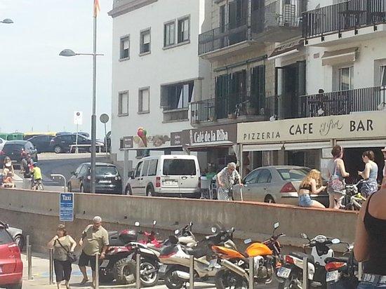 Cafe de la Riba: Petite facade mais resto sympa
