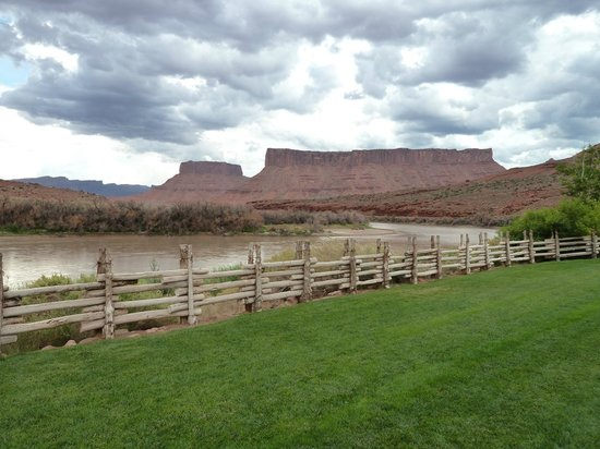 Red Cliffs Lodge: Red Cliff Back Patio 1