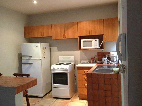 Condo Portofino: Living room into kitchen