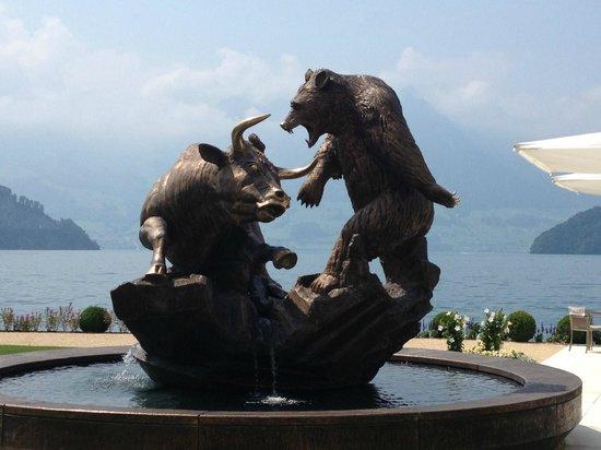 Park Hotel Vitznau: Huge rotating sculpture
