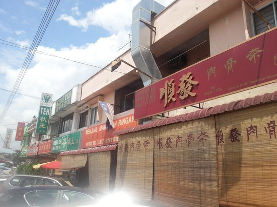 Grand Sentosa Hotel: soon huat bak kut teh - popular with local