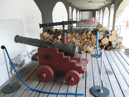 Fort Chambly National Historic Site : cannon