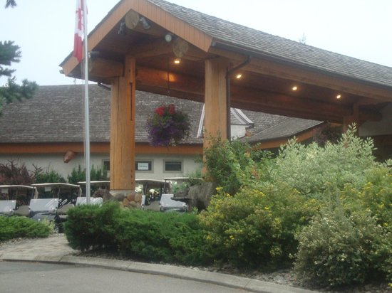 Quaaout Lodge & Spa at Talking Rock Golf Resort: Il fronte dell'hotel