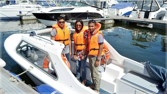 Bowness Bay Marina - Windermere Boat Hire: Fun time....