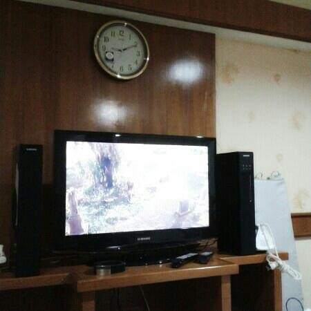 Phromsuk Mansion: it has tv cable or you can watch DVD. has iron and wifi...