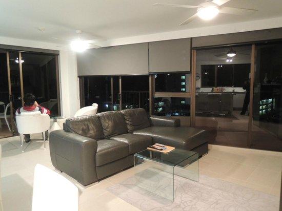 Warringa Surf Apartments: living hall