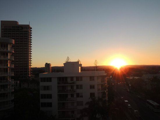 Warringa Surf Apartments: Sunset view from balcony