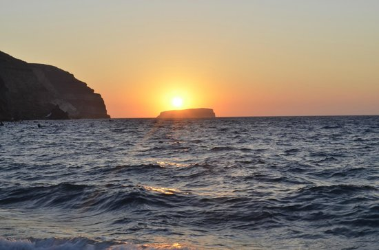 Medhills Travel Day Tours: Santorini sunset