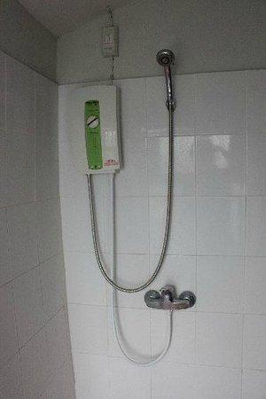Phangan Utopia Resort : water heater