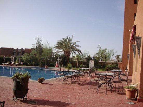 Ibis Moussafir Ouarzazate: Piscina