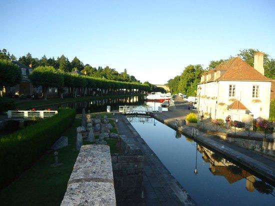 Hotel le Cerf: Briare canal