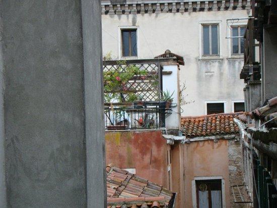 Hotel Bartolomeo: Vista de uma das janelas