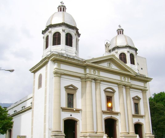 https://media-cdn.tripadvisor.com/media/photo-s/04/57/86/5f/iglesia-nuestra-senora.jpg