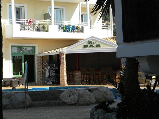 Lefko Hotel & Apartments: Pool area (bar)