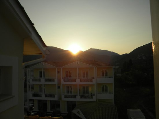 Lefko Hotel & Apartments: Sunset from our balcony