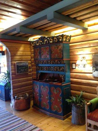 Grotli Hoyfjellshotell: Old furniture