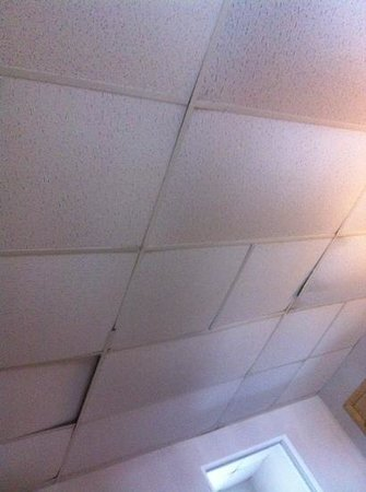 Cabana Motel: ceilings are falling apart