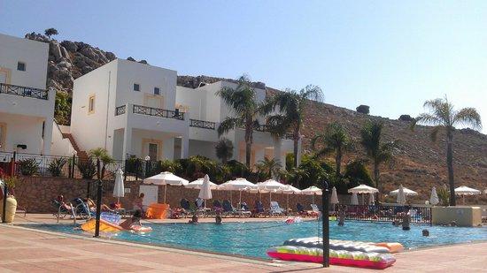 Pool and poolside apartments at Lambis Studios