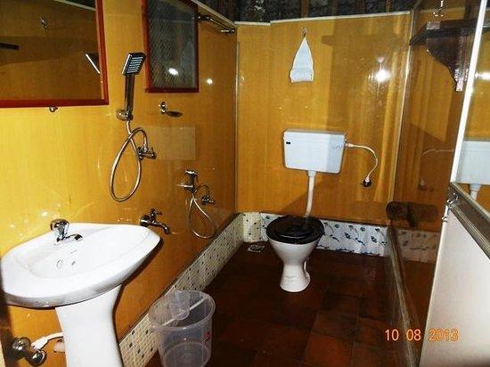 Sreevalsam Inn : Bath Room - Hut