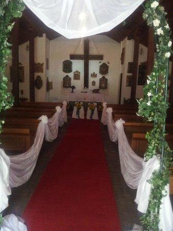 Hotel Rio Perlas Spa, Resort & Casino: the chapel, wedding decor
